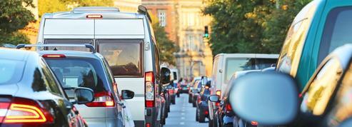 Pour se rendre au travail, les Français prennent toujours leur voiture!
