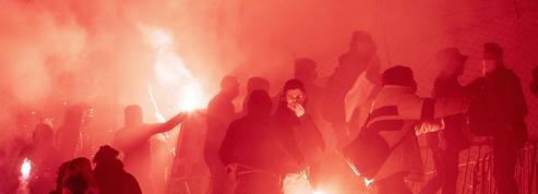 Dans un contexte explosif, la fracture est profonde entre les clubs de football et leurs supporteurs