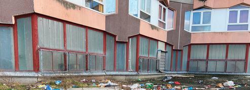 Transformée en dépotoir par les habitants du quartier, une école catholique privée ferme