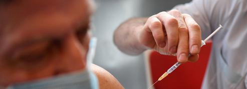 Vaccins contre le Covid-19: les médecins du travail entrent aussi dans la danse