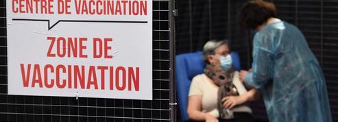 Vaccin AstraZeneca accessible aux plus de 65 ans: une nouvelle occasion ratée de simplifier la stratégie française