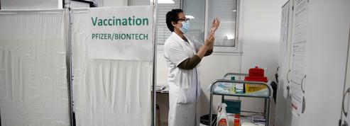 Vaccins anti-Covid: 20millions de primo-injections en deux mois, un objectif tenable