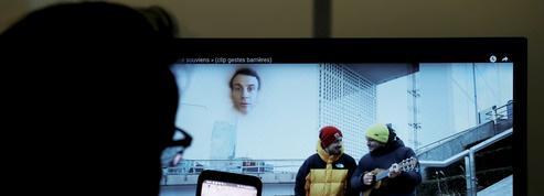 Emmanuel Macron accélère son offensive numérique