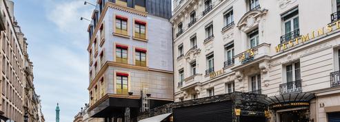 Ce qui se cache derrière la bâche de Cartier rue de la Paix, à Paris