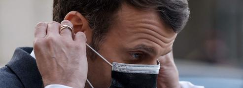 Accélérer sur la vaccination, la planche de salut d'Emmanuel Macron