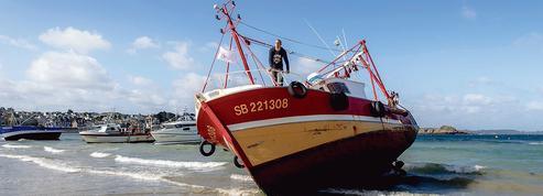 À Saint-Brieuc, les pêcheurs furieux menacent de bloquer le chantier d'un projet éolien