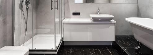 Qui, du locataire ou du bailleur, remplace le bac de douche qui s'est fendu?