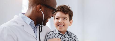 L'enfant bien portant doit-il voir le médecin régulièrement?