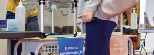 Départementales: l'abstention favorise les sortants PS et LR