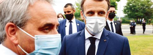Présidentielle 2022: première passe d'armes entre Emmanuel Macron et Xavier Bertrand