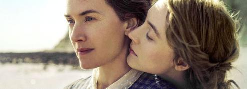Ammonite :Kate Winslet et Saoirse Ronan en quête de fossiles et d'amours interdites
