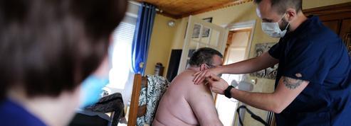 Vaccination: cibler les plus fragiles, une priorité pour éviter la saturation des hôpitaux