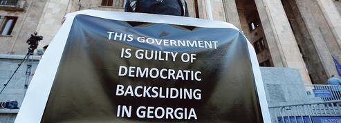En Géorgie, le pouvoir montré du doigt après des violences