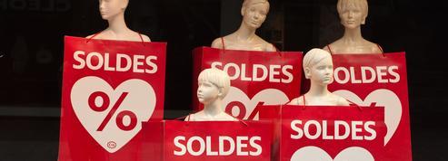 Après des soldes ratés, le secteur de l'habillement en colère