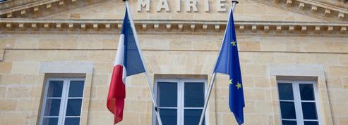 Élu préféré des Français, le maire s'impose comme une figure incontournable de la crise