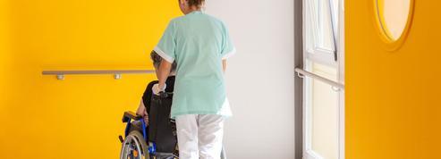 Hôpitaux, Ehpad: l'application délicate du passe sanitaire