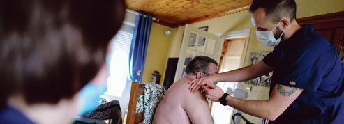 Trop de personnes âgées et malades échappent à la campagne vaccinale