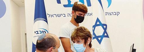 Vaccins: Israël, montré en exemple puis rattrapé par le virus