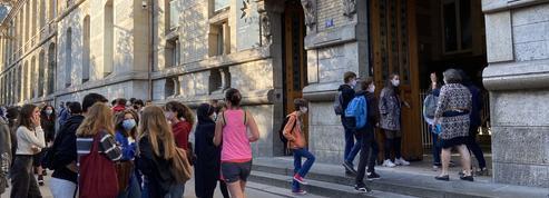 Entre stress, joie et excitation... Les écoliers, collégiens et lycéens français font leur rentrée scolaire