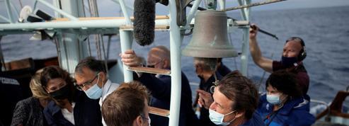 Macron l'optimiste et Hulot le pessimiste se retrouvent sur un bateau