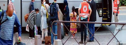 En banlieue parisienne, l'espoir de paix de 450 réfugiés afghans