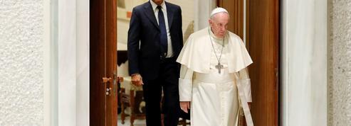 De passage à Budapest, le pape François veut garder Orban à distance