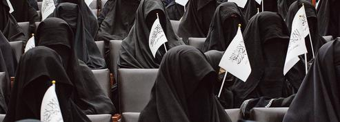 En Afghanistan, les talibans mettent en scène leur vision de la femme