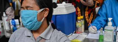 Vaccins anti-Covid: outre l'aspect sanitaire, des enjeux géopolitiques et économiques majeurs