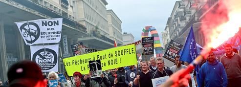 Opposés aux éoliennes offshore, les pêcheurs manifestent à Cherbourg et au Havre