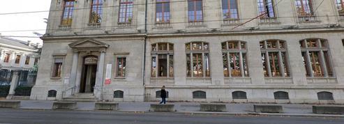 Étudiants sans master: une jeune femme, en grève de la faim, finit hospitalisée à Lyon et son camarade lève le camp