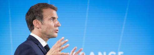 Comment Emmanuel Macron veut imposer le thème de l'économie dans la campagne