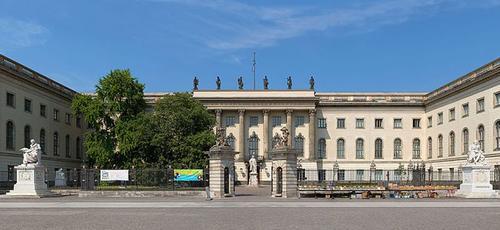 Le bâtiment principal de l'université a été bâti en 1877 par le prince Henri de Prusse. ©Christian Wolf
