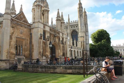 Seuls les candidats les plus fortunés peuvent éviter APB et partir étudier à l'étranger (ici à Cambridge).