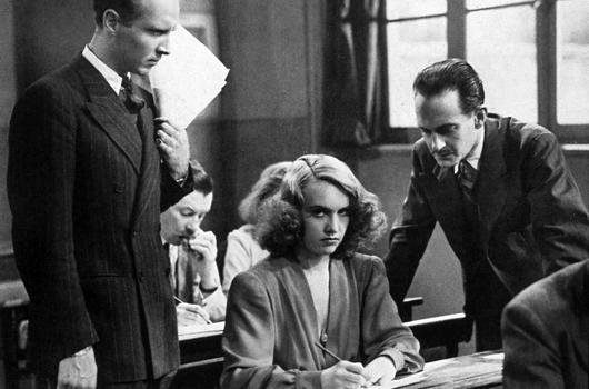 Pierre Fresnay, Ginette Leclerc et Bernard Lancret dans le Corbeau.