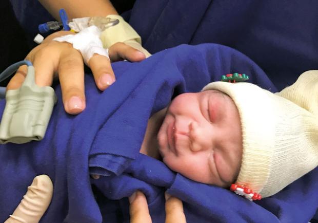 La petite fille est née en bonne santé le 15 décembre 2017 à l'hôpital universitaire de São Paulo.