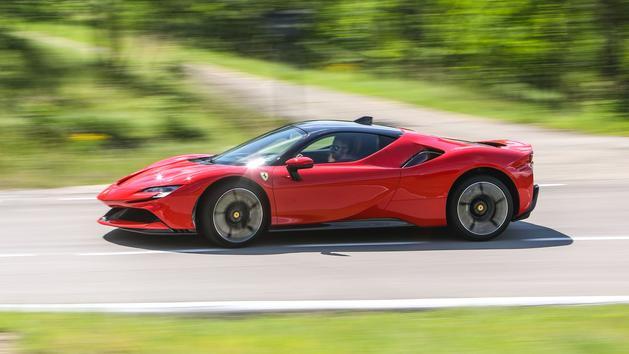 Ferrari SF90 Stradale, l'essai d'un pur-sang hybride rechargeable et survolté