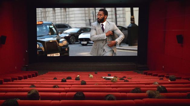 Cinéma: les plateformes peuvent-elles supplanter les salles obscures?
