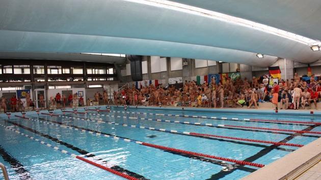 La toute première compétition de natation naturiste plonge à Paris