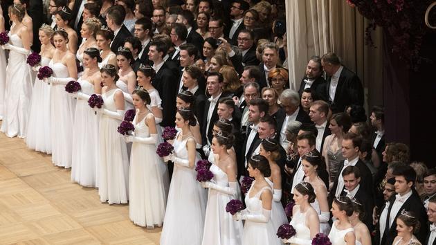 Le bal des débutantes de Vienne, des strass et du Strauss