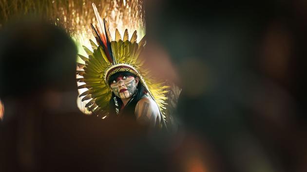 Chez les Kayapos d'Amazonie ou en terre navajo, deux voyages pour des rencontres extraordinaires