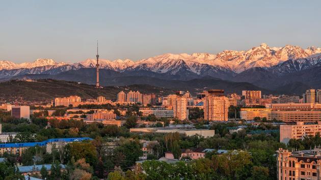 Cinq bonnes raisons d'aller au Kazakhstan, pays des pistes, des steppes et des gratte-ciel
