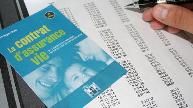Assurance-vie: ces épargnants piégés par l'appel à miser sur les actions