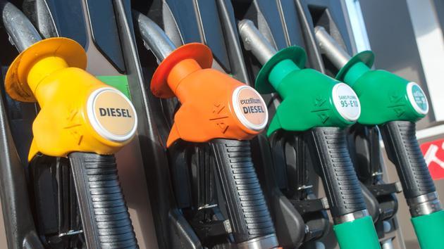 Les ventes de carburants dégringolent en France