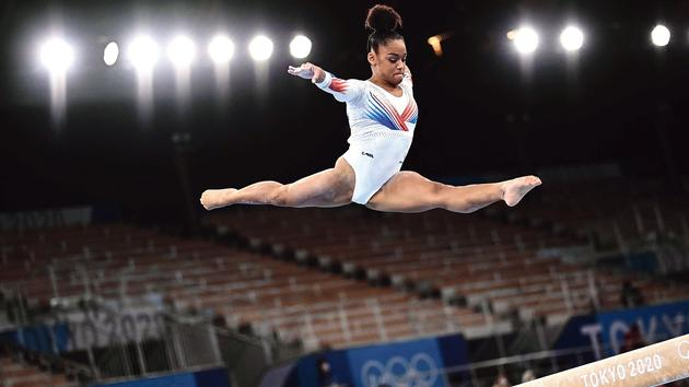 Regarder la vidéo JO: Mélanie de Jesus Dos Santos fait rêver la gymnastique française
