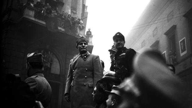 L'insaisissable Benito Mussolini: Cesar de carnaval ou Duce?