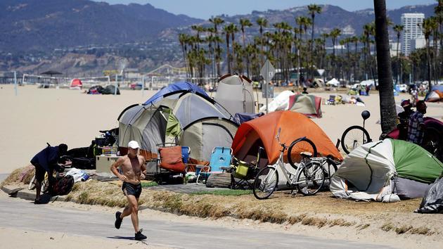 À Los Angeles, le rêve californien submergé par les SDF