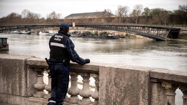 À Paris, la police municipale arrive désarmée
