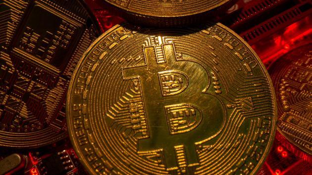 ANALYSE - Le nouveau record atteint par la monnaie fait les affaires de ce secteur totalement chamboulé depuis un an.