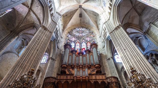 Regarder la vidéo Philippe Lefebvre: «Huit mille instruments attendent ces jeunes organistes!»