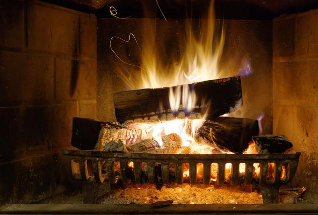 7 idées reçues sur les feux de cheminée